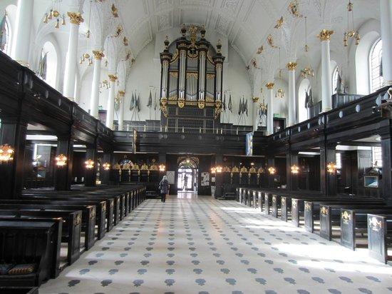 St. Clement Danes : The Altar