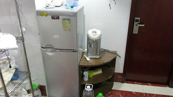 New Chung King Mansion Hostel: No microwave or frig in room,, one frig in hall for 40 people
