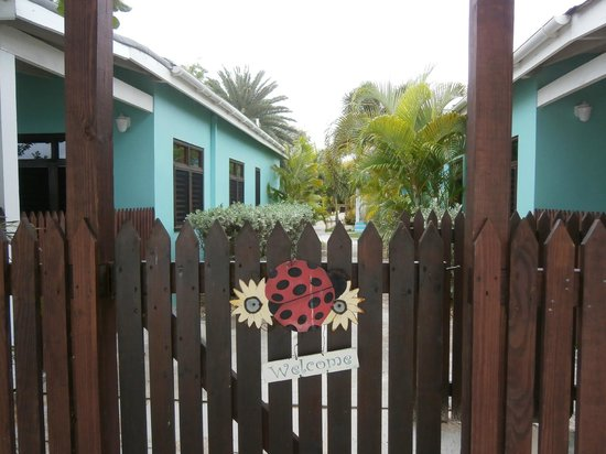 Buccaneer Beach Club: Gate from beach