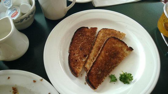 Colonial Cafe at the Golden Eagle Resort: Burnt Toast