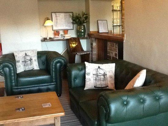 The Old Bear Inn: lounge / bar area