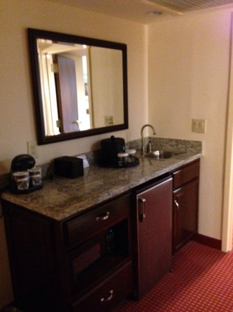 Embassy Suites by Hilton Hotel & Montgomery Conference Center: Bar