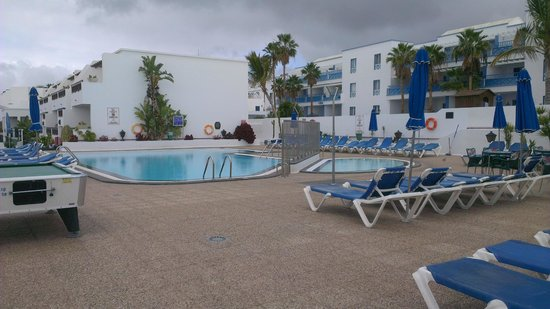 Rosamar Apartments: Main Pool Area