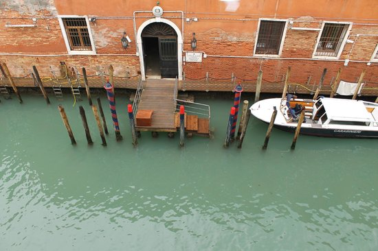Bed & Venice : View from room