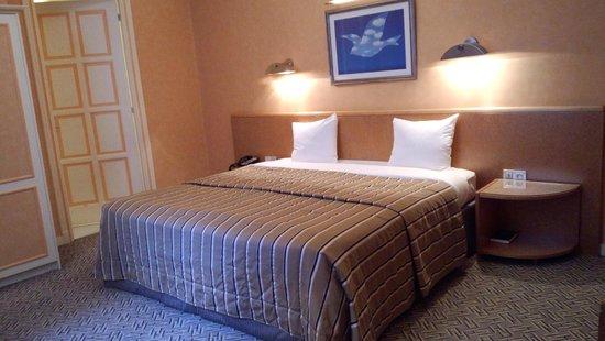 Hotel Metropole: 寝心地の良いベッドです