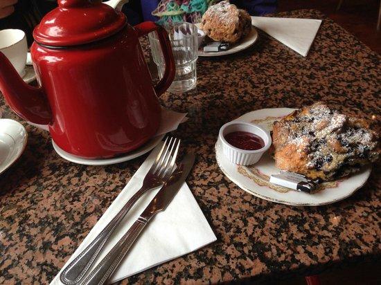 Queen of Tarts: Tea and Scone