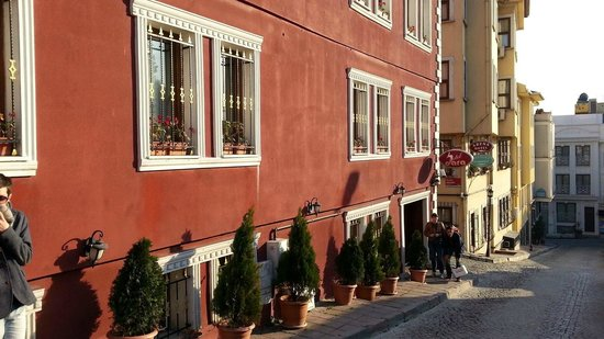 Dara Hotel Istanbul: petite rue calme