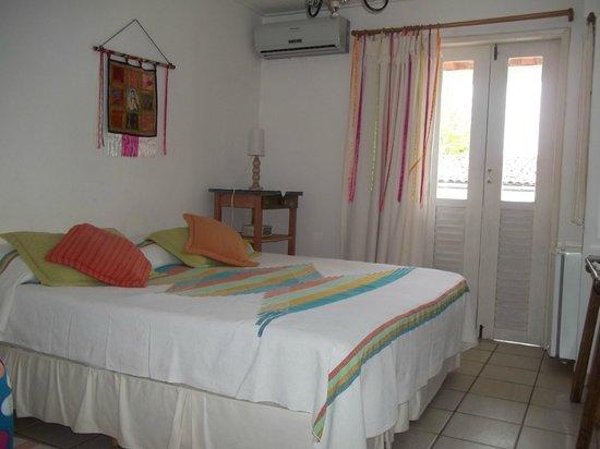 Solar Das Artes Pousada Boutique - Morro: habbitacion con balcon hacia patio