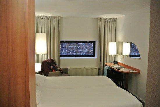 Hampshire Hotel - City Groningen: Вид из номера на стену