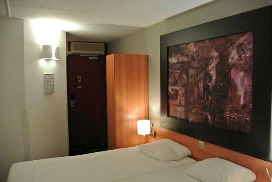 Hampshire Hotel - City Groningen: Большая картина над кроватью