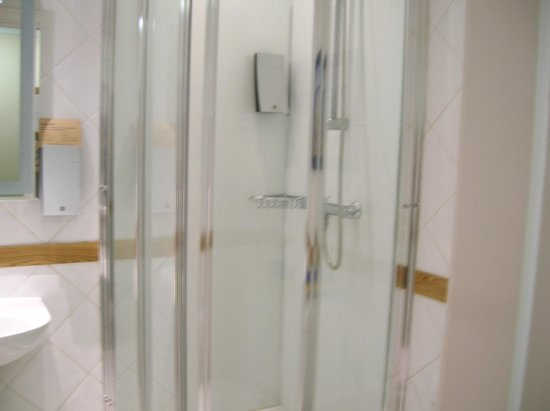Innkeepers Lodge Edinburgh Corstorphine: Clean warm shower