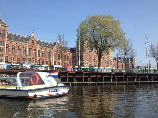 Lovers Canal Cruises : Centraal Station from the boat