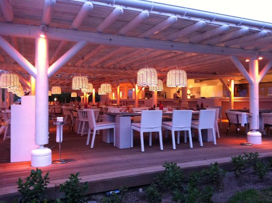 LUX* Belle Mare: Beach Rouge restaurant
