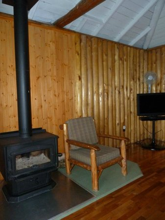 Perce Au Pic de l'Aurore: wood stove