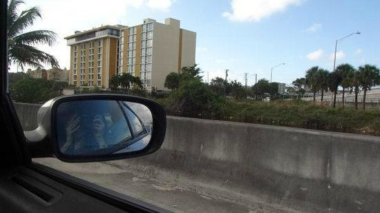 Holiday Inn Miami International Airport: Vista do hotel no caminho para a turnpike