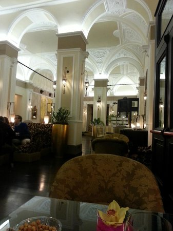 Bernini Palace Hotel: Large comfortable lobby
