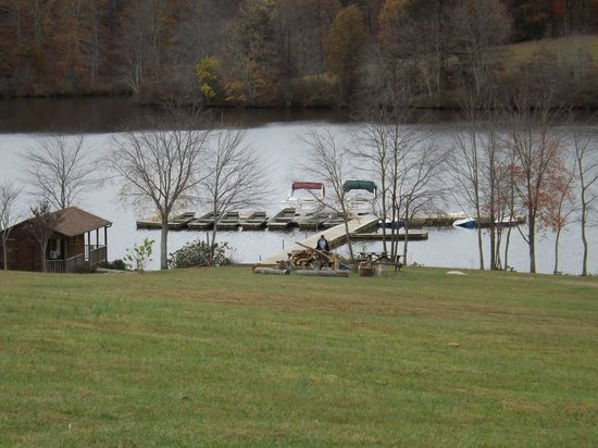 Shenandoah Crossing : Boat slips behind clubhouse