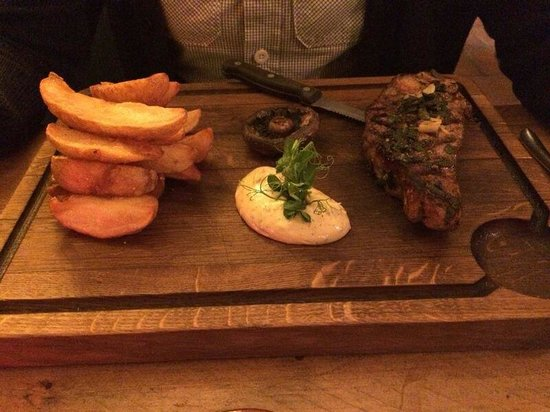 The Richmond Arms: Fillet steak with bone in and dripping chips