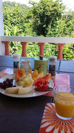 Polish Princess Guest House: Breakfast in the veranda upstairs