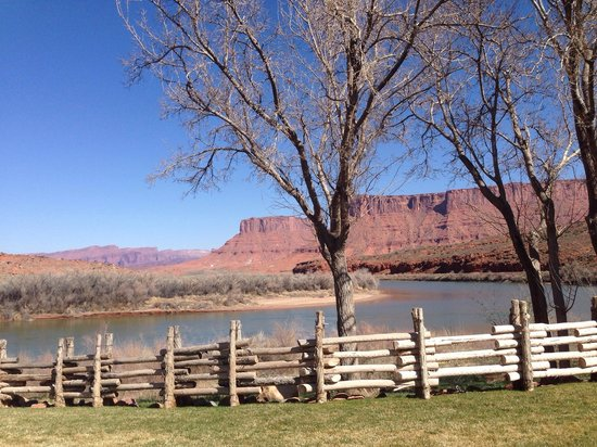 Red Cliffs Lodge : River view room