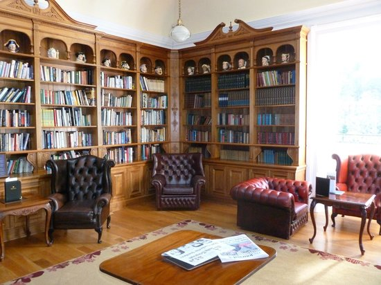 Doxford Hall Hotel: The library