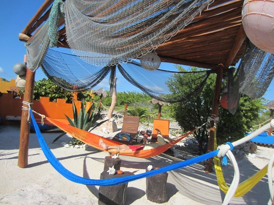 Villa La Bella: Poolside hammocks for guests only