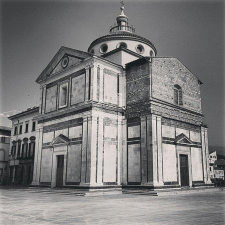 Santa Maria delle Carceri: Con la piazza senza macchine ancora più bella