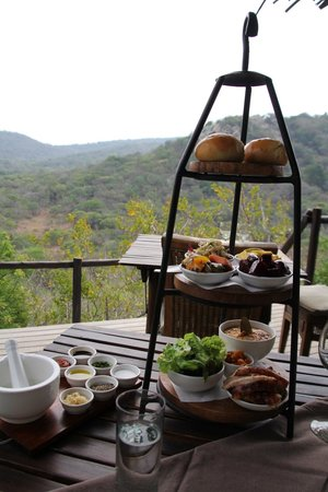 andBeyond Phinda Rock Lodge: Typical lunch set-up.