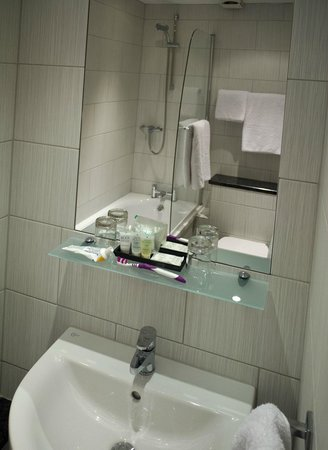 Ascot House Hotel Harrogate: Immaculate bathroom