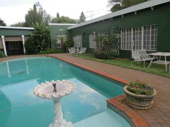 Marben Manor Guest House: Pool