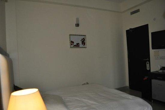 Gautam Residency: Room