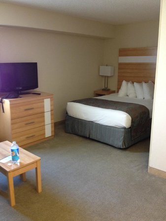Comfort Suites Seven Mile Beach : Alcove for full-size bed
