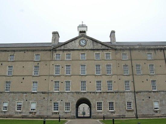 National Museum of Ireland - Decorative Arts & History: L'orologio delle Barracks