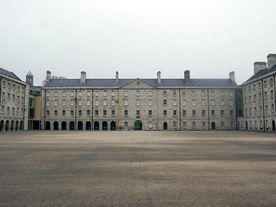 National Museum of Ireland - Decorative Arts & History: Il cortile interno