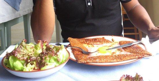 Creperie le phare : la galette  super complète avec sa salade verte