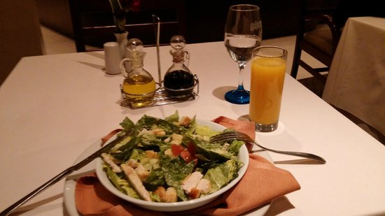 Hotel Quito: Salada Cezar servida no restaurante