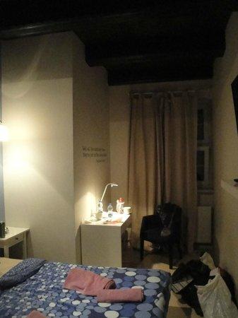 Rosemary's Hostel: номер
