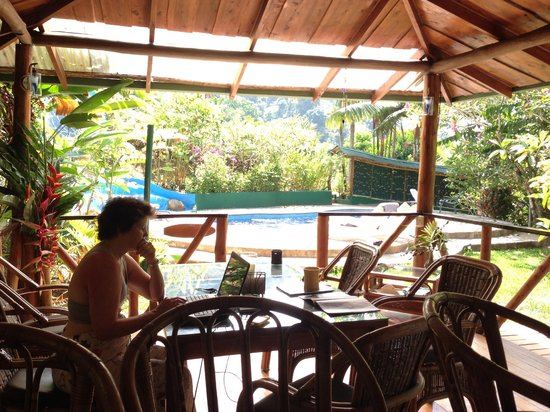 Liquid Magic Surf Resort : Checking email in the poolside dining area