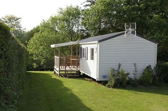 Camping L'escapade : mobil home avec terrasse couverte