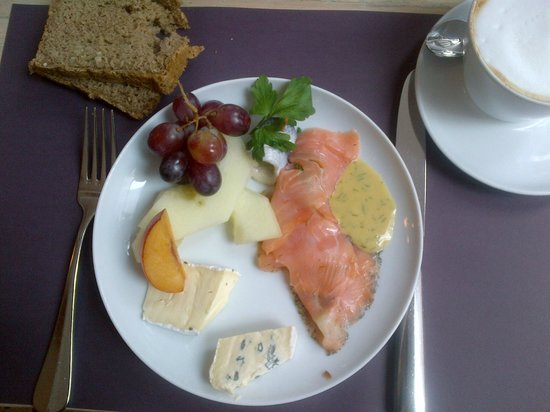 Bleibtreu Hotel: Delicious buffet with good selection of food