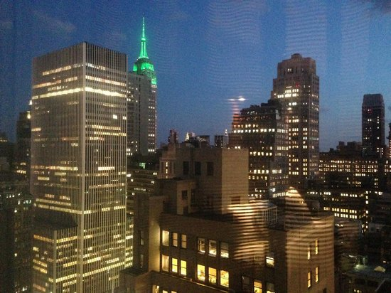 Hilton Times Square : same view at night