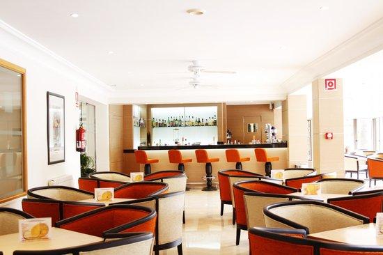 Hotel Metropolitan Playa : Salon und Bar