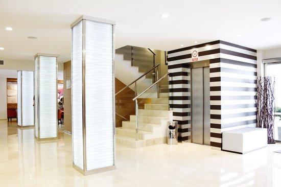 Hotel Metropolitan Playa : Empfangsbereich mit Lift