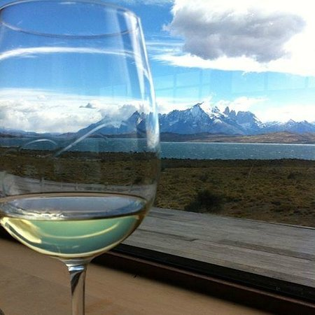 Tierra Patagonia Hotel & Spa: Wine, Great food & a View