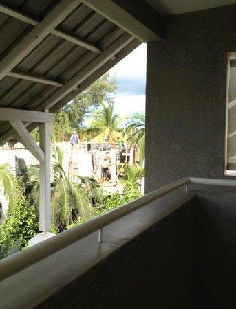 Mon Choisy Beach Resort : construction work next door - 2