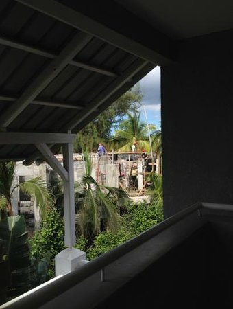 Mon Choisy Beach Resort : construction work next door