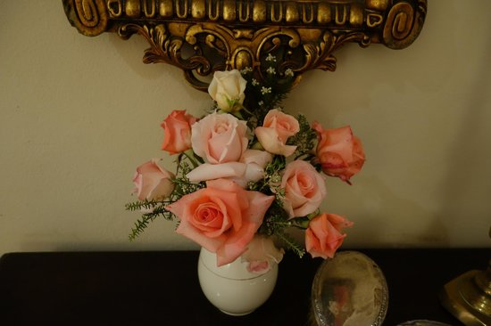 Redford House: Fresh Roses from the Garden in Our Room