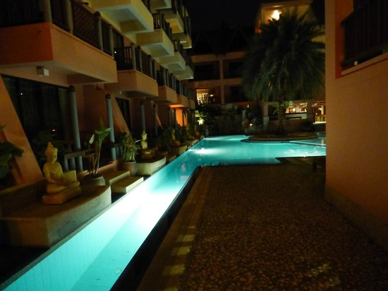 Seaview Patong Hotel : One of the pools at night