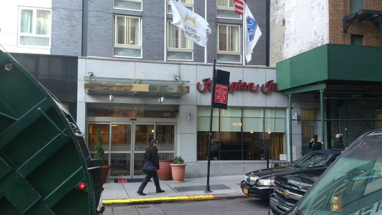 Hampton Inn Manhattan/Times Square South: Eingang