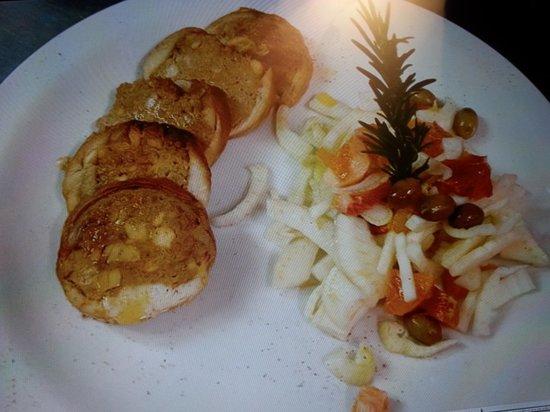 Osteria del Teatro: medaglioni di coniglio con insalata di finocchi, arance e olive